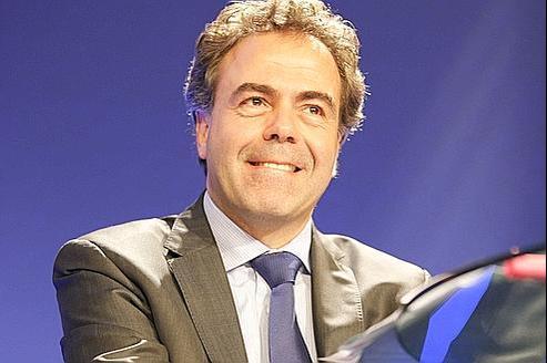 Le ministre de l'Éducation, Luc Chatel, a lancé une mission sur les manuels scolaires.