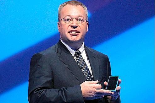 Stephen Elop, le PDG de Nokia, présente le Lumia 800, mercredi à Londres. Crédit: Sang Tan/AP