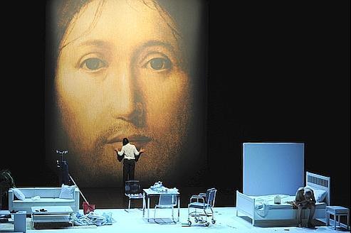 Sur le concept du visage du fils de Dieu, la pièce de Romeo Castellucci.
