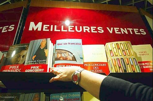 Prix «historiques» et prix plus récents se côtoient sur les présentoirs des librairies. Crédit : Paul Delort/Le Figaro