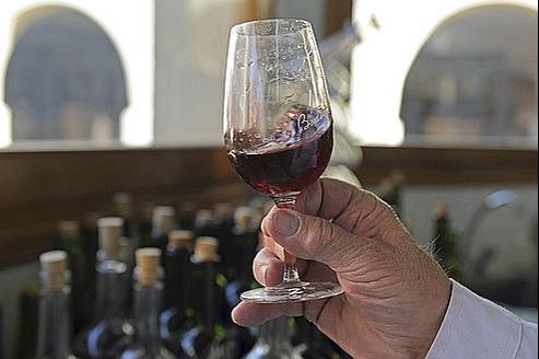 La technique «d'agitation orbitale» d'un verre de vin pourrait s'appliquer à une cuve de plusieurs milliers de litres servant à la culture de cellules.