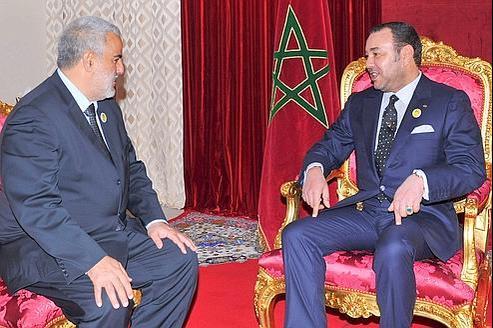 Le roi Mohammed VI (à droite) et Abdelilah Benkirane, mardi au palais de Midelt, sur les hauteurs de l'Atlas.