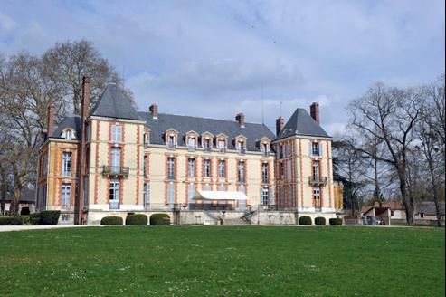 Le château de Fontenay-lès-Briis, propriété de l'Union des syndicats CGT de la RATP.