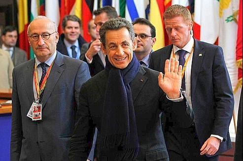 Nicolas Sarkozy, le chef de l'Etat, quittant le sommet européen ce matin. (Reuters)