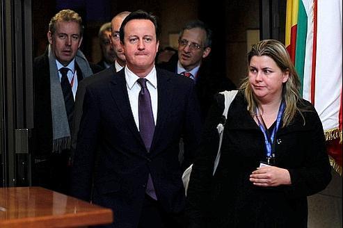 David Cameron quitte vendredi les locaux du Conseil européen à Bruxelles, après une nuit de négociations.