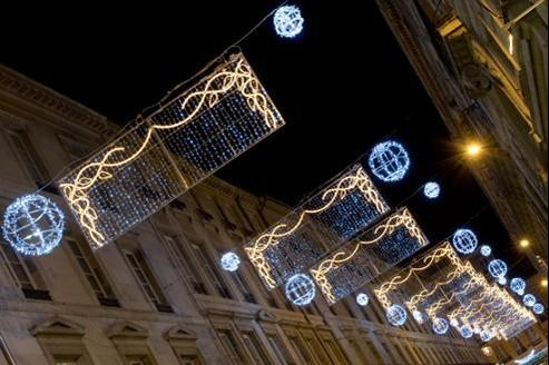 Illuminations de Noël dans une rue de Besançon en 2010. Crédits photo: Jérémie Pitot/Blachère Illumination
