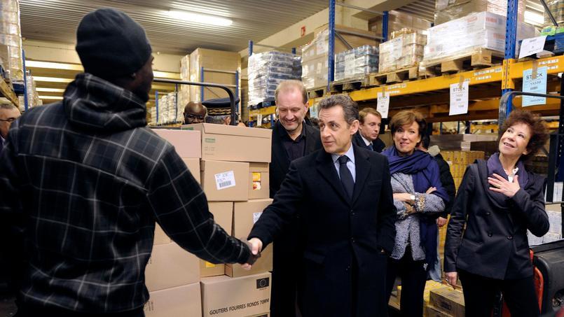 Nicolas Sarkozy visite les Restos du cœur, jeudi à Vitry, accompagné de Véronique Colucci,et de Roselyne Bachelot;