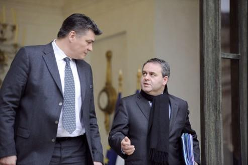 David Douillet et Xavier Bertrand à la sortie du Conseil des ministres, mercredi à l'Élysée.