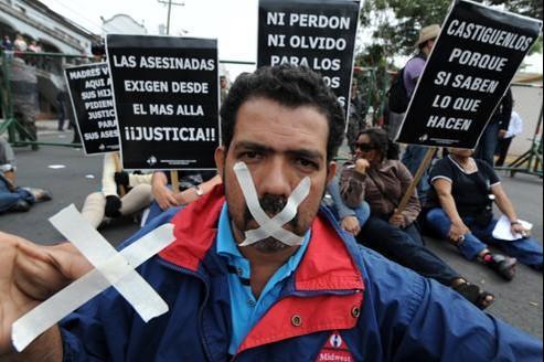 Les journalistes protestent à Tegucigalpa, Honduras, le 13 décembre. En deux ans, 17 journalistes honduriens ont été tués.