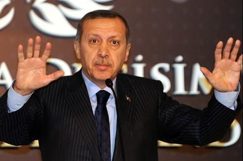 Recep Tayyip Erdogan, le premier ministre turc, lors de son discours accusant la France d'un génocide en Algérie, le 23 décembre.