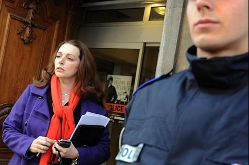 Valérie Boyer, lundi, à son arrivée à un commissariat de Marseille, où elle a porté plainte.