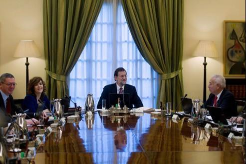 Mariano Rajoy préside le premier conseil des ministres, le 23 décembre à Madrid.