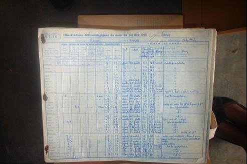 Un carnet d'observations météorologiques de la ville d'Arles datant de janvier 1960.