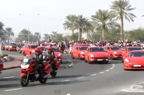 Au Qatar, la police défile en Porsche Cayenne