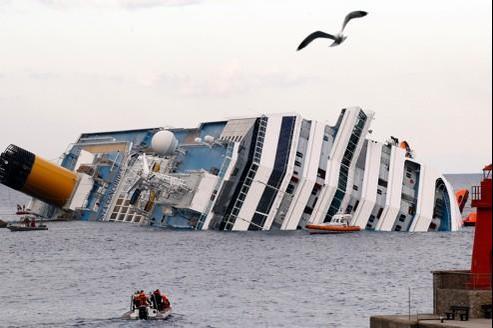 Le Costa Concordia échouéprès de l'île de Giglio, le 15 janvier.