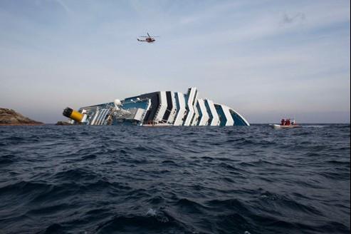 Jeudi, tôt dans la matinée, les recherches avaient repris sur le navire. Deux Français restent portés disparus.