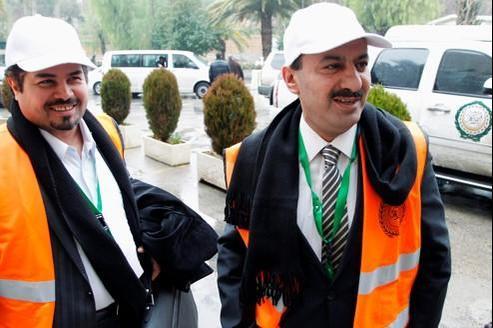Des observateurs saoudiens attendaient mardi à Damas , la reponse du régime de Bachar El-Assad quant à la poursuite de leur mission.