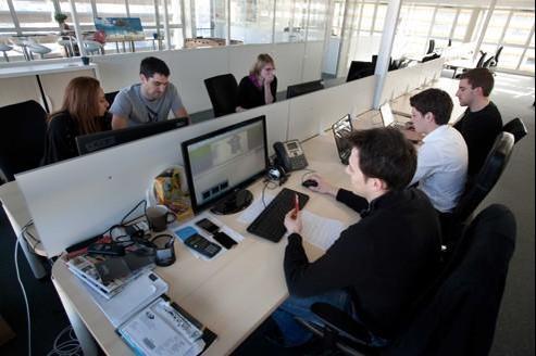 Atelier de coworking, où les membres partagent un espace professionnel commun tout en travaillant de facon indépendante. Valinco/Sipa.
