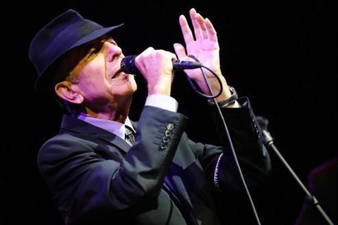 leonard Cohen en concert en 2009 au Coachella Valley Music Festival.