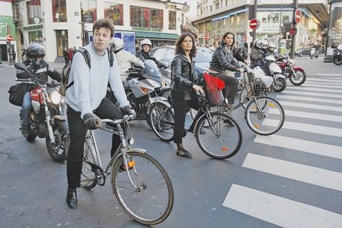 Les cyclistes sont favorables à ce nouveau dispositif: c'est que la possibilité de tourner à droite au feu rouge est nettement plus sécurisante pour les vélos qui n'ont pas à redémarrer en même temps que les voitures et scooters.
