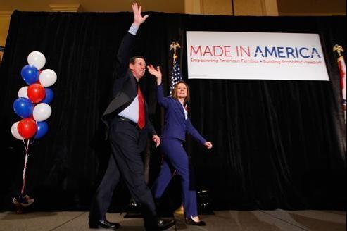 «Je suis ici devant vous pour être l'alternative conservatrice non pas à Mitt Romney, mais à Barack Obama», a expliqué Santorum, ici avec son épouse, à ses partisans réunis dans le Missouri.