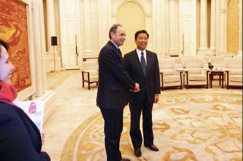 Jean-François Copé et LI Yuanchao, membre du bureau politique du PCC, vendredi à Pékin.
