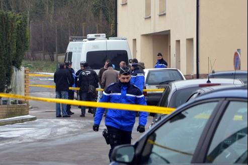 Les gendarmes sont arrivés jeudi après-midi sur les lieux du drame. Les éléments récoltés tendent à confirmer la thèse du triple-infanticide, suivi du suicide.