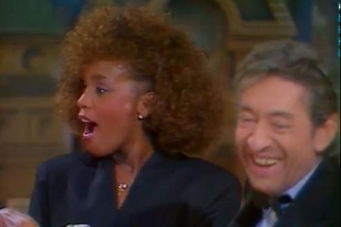 Whitney Houston avec Serge Gainsbourg sur le plateau de Champs-Elysée, en 1986.