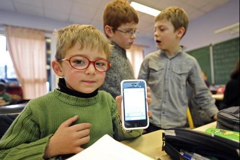 Pour l'EPI, si les élèves doivent savoir utiliser des ordinateurs ou smartphones, ils doivent aussi comprendre comment ils fonctionnent.
