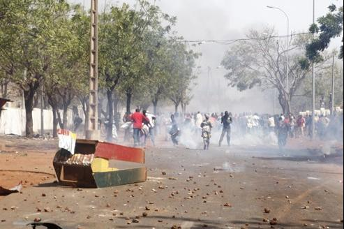 Des manifestants dénoncent l'inaction du gouverment face aux rebelles touaregs du MNLA, le 2 février à Bamako.