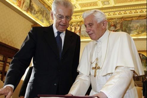 Mario Monti et Benoît XVI, lors d'une réunion officielle au Vatican,le 14 janvier.