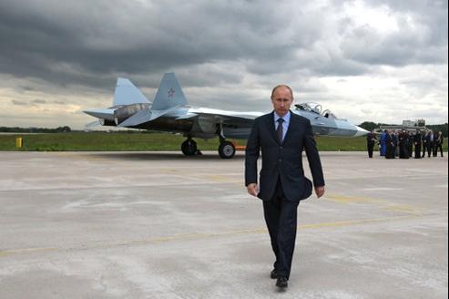 Vladimir Poutine en visite, ici en juin 2010, à la base aérienne de Zhukovksy, à proximité de Moscou.