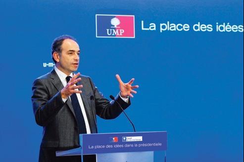 Pour la fin de la campagne, Jean-François Copé (ici à Paris, mardi 21 février) entend débusquer le candidat favori des sondages.