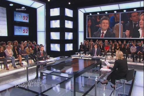 Marine Le Pen et Jean-Luc Mélenchon sur le plateau de l'émission de David Pujadas, Des Paroles et des actes.