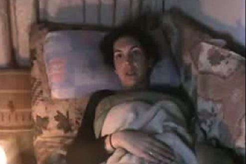 La journaliste du Figaro Edith Bouvier est coincée à Homs après avoir été blessée mardi dans un bombardement.