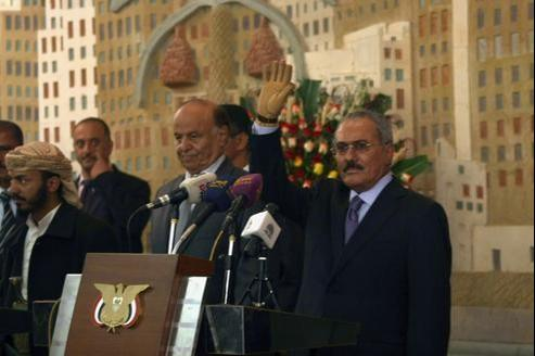 Ali Abdallah Saleh a officiellement cédé lundi le pouvoir, après 33 ans à la tête du Yémen, à son successeur Abd Rabbo Mansour Hadi.