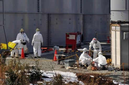 D'après un rapport d'enquête, Tepco a cherché, au pire de la crise, à évacuer le site atomique où ses employés tentaient de maîtriser le désastre. C'est le premier ministre Naoto Kan lui-même qui aurait forcé la société à continuer le travail sur place.