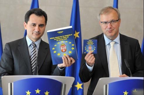 Le Vice-premier ministre Bozidar Djelic et Olli Rehn, ancien Commissaire européen à l'Élargissement en 2008 à Bruxelles.