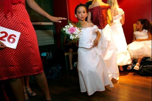Concours de beauté de mini-miss de 6 à 10 ans, à Paris.