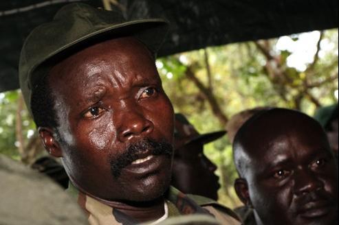 Joseph Kony, ici sur un cliché datant de 2006, ensanglante l'Afrique centrale depuis plus de vingt ans.