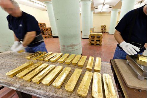 La salle de la pesée de la Souterraine se trouve au 8e sous-sol de la Banque de France. Chacune de ces barres d'or pèse 12,5 kg. Soit environ 560.000€.
