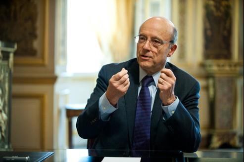 Le ministre des Affaires étrangères et européennes, Alain Juppé, dans son bureau au Quai d'Orsay, mercredi dernier.