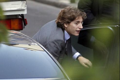 Le fils du président de la République, Jean Sarkozy, près de la clinique de La Muette (Paris), le 21 octobre 2011.