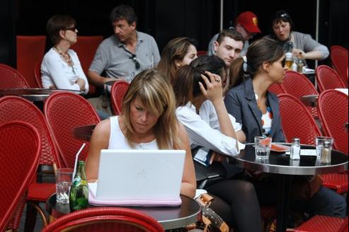 En 2011, les 45 millions d'internautes que compte la France ont publié sur la Toile quelque 1,1 million de recommandations sur les commerces locaux, selon Nomao.