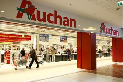 Pour continuer à offrir à la fois l'offre la plus large, l'hypermarché (celui de Velizy sur notre photo) reste le pivot de la stratégie d'Auchan.