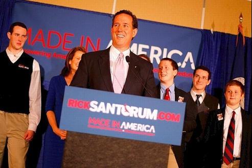 Rick Santorum célèbre sa victoire dans les primaires de l'Alabama et du Mississippi, mardi à Lafayette, en Louisianne,