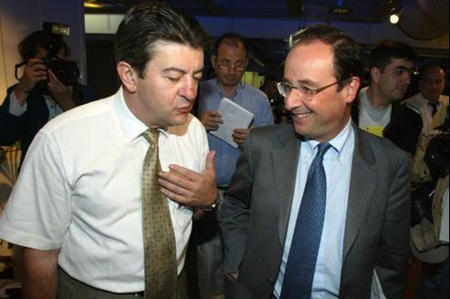 Jean-Luc Mélenchon (G) et François Hollande (D) en juin 2002 à Paris.