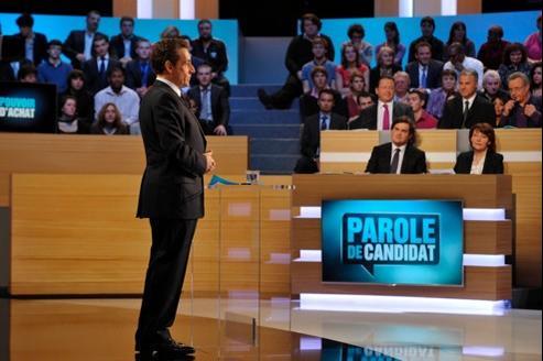 Jusqu'au dimanche 8 avril, radios et chaînes de télévision devront veiller à l'égalité du temps de parole entre les candidats.