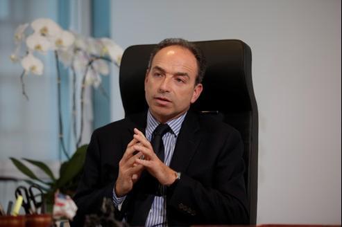 Copé invite Hollande à «garder la dignité qui convient»