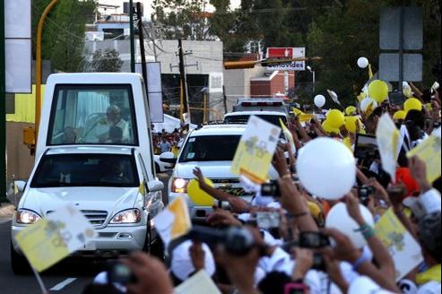 La ville de Leon dans le centre du Mexique où Benoît XVI s'est posé vendredi soir lui a réservé une véritable triomphe, «à la Jean-Paul II».